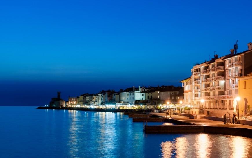 Hotel Piran by night